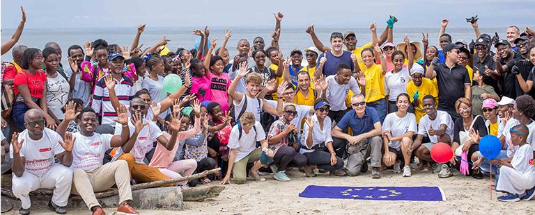 Sobraga aux côtés de l'UE pour nettoyer les plages