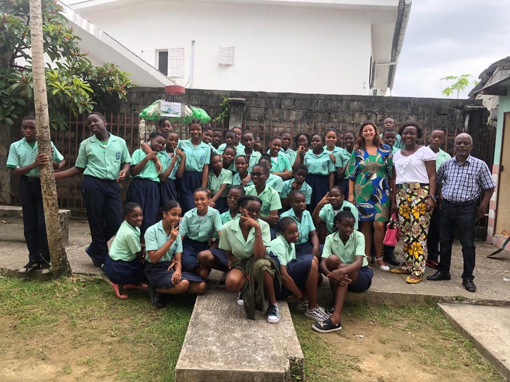 Dans les écoles, nous avons édifié les jeunes sur l'impact du plastique sur l'environnement et enseigner les bons gestes